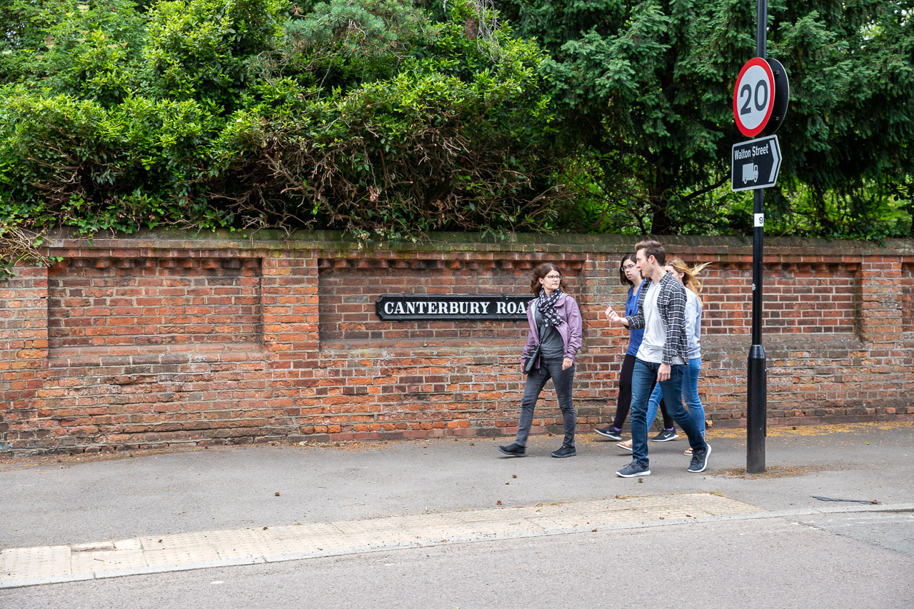 Students walking in Oxford on Canterbury Road